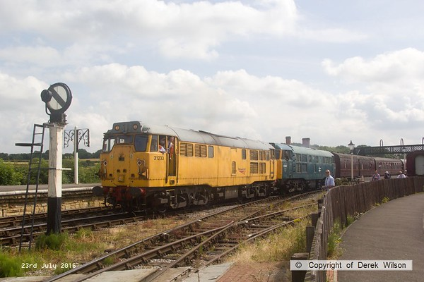 160723-030     Network Rail class 31 no 31233 & classmate no 31162, as 5580, are captured pulling away from Swanwick Junction with the 10.35 Swanwick Junction to Hammersmith.