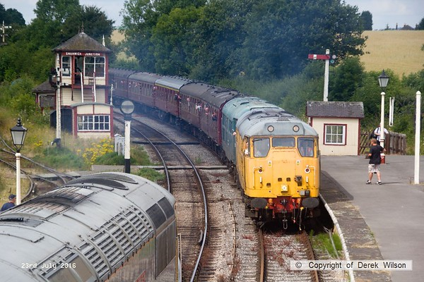 160723-044     Network Rail class 31 no 31233 & classmate no 5580 (31162) arriving at Swanwick Junction with the 10.51 from Hammersmith..
