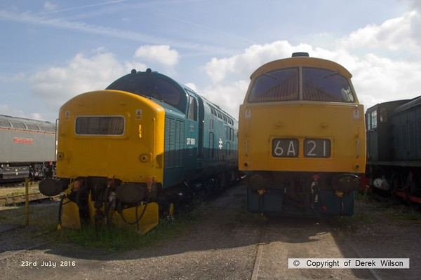 160723-013     Seen in the yard at Swanwick are class 37 no 37190 and class 52 no D1048 Western Lady.