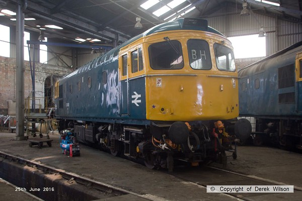 160625-008     Class 33 no 33035 inside the roundhouse at Barrow Hill.