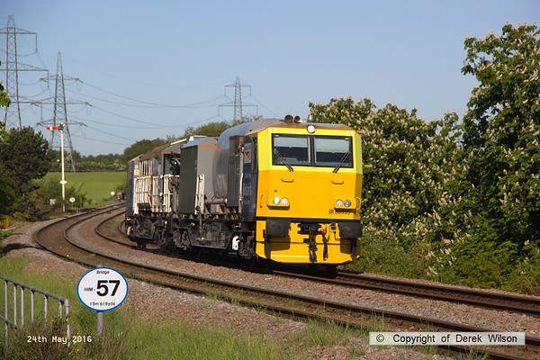 160524-006     Network Rail Multi Purpose Vehicles (MPV's) no's DR98959 and DR98909 are seen passing Clipstone Junctions on the former LDECR, heading to the High Marnham Test Track with the annual weedkiller, running as 6Z12, 06.00 Toton T.M.D. to Toton T.M.D..