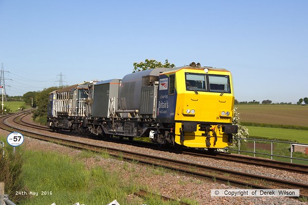 160524-009     Network Rail Multi Purpose Vehicles (MPV's) no's DR98959 and DR98909 are seen passing Clipstone Junctions on the former LDECR, heading to the High Marnham Test Track with the annual weedkiller, running as 6Z12, 06.00 Toton T.M.D. to Toton T.M.D..