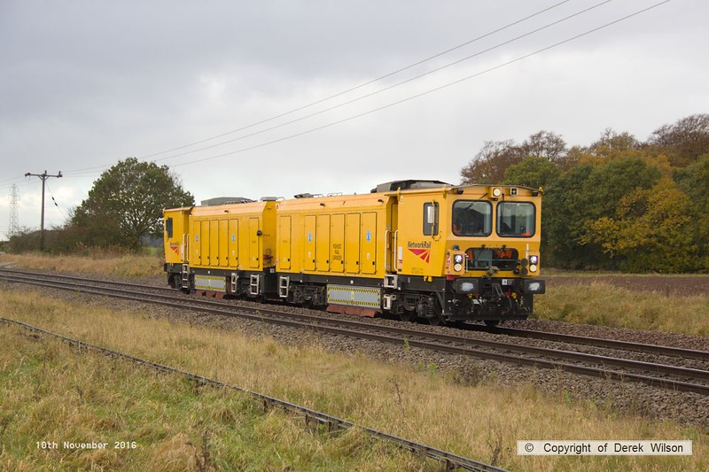 161110-030  Harsco RGH20C rail grinder comprising DR79277 and DR79267 is seen passing Rushey Sidings, Retford, running as 6U07, 10.20 Derby, Chaddesden sidings to Lincoln Terrace C.H.S.