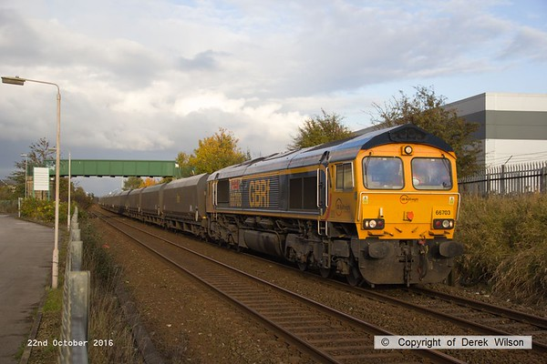 161022-010  GB Railfreight class 66/7 no 66703 Doncaster PSB 1981 - 2002, captured passing Tenter Lane , Mansfield, powering 6M81, 14.01 Immingham H.I.T. to Ratcliffe Power Station, loaded coal. Coal trains were not so long ago a common site locally, but nowadays are something of a rarity.