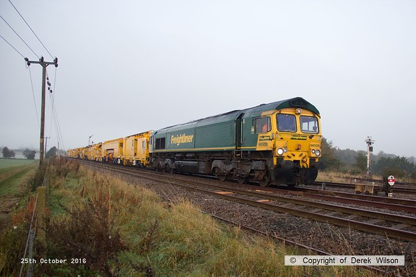 161025-017  Freightliner class 66/5 no 66539 pulls away from Thoresby with four new HOBC vehicles that are to undergo commissioning trials and staff familiarisation on the high marnham Test Track. The rest of the HOBC, fourty four MFS 'Octopus' wagons arrived on the test track on the 26th September. In the distance is 66054 which has detached from the rear of the consist.