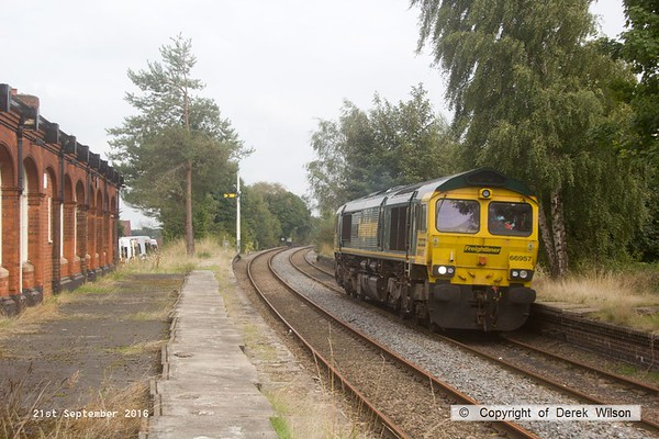 160921-043  Freightliner class 66/9 no 66957 Stephenson Locomotive Society passes through the disused Edwinstowe station, running 'light' as route learner 0K17, 14.43 High Marnham to Toton north yard.
