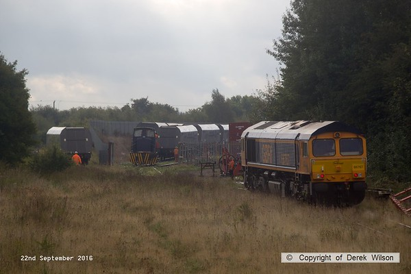 160922-027  GB Railfreight class 66/7 no 66767 makes it's way to push the first hopper a little further down the branch line, whilst Barclay 0-6-0DH no 499 heads into the yard for more hoppers.