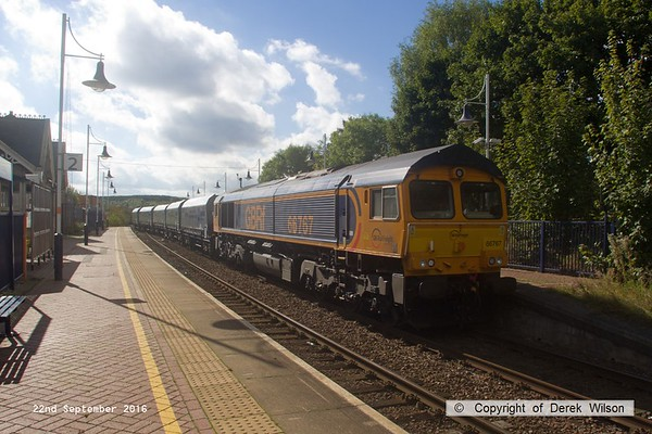 160922-040  GB Railfreight class 66/7 no 66767 with nine modified HYA hoppers in tow, waits for the right of way as 4F88, 11.15 Shirebrook, W.H. Davis to Doncaster down decoy.