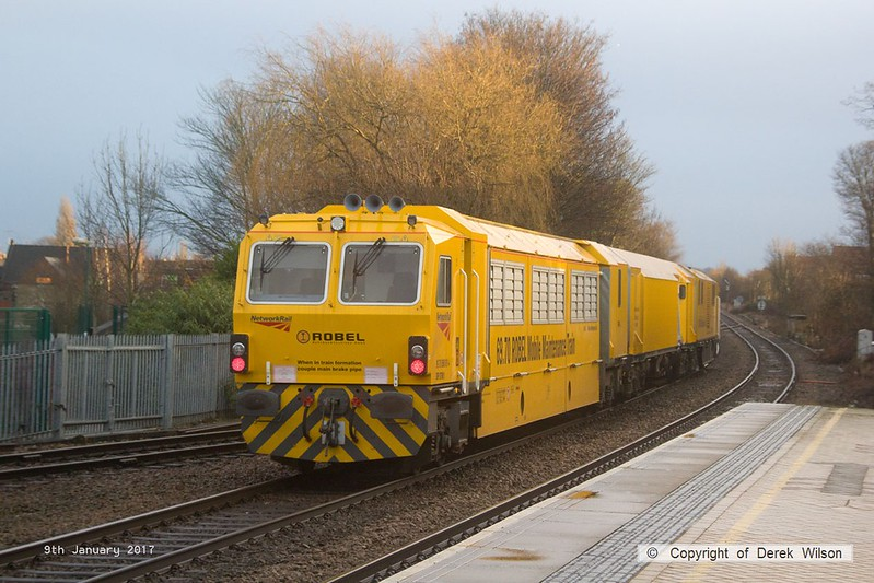 170109-016  Network Rail's Robel Mobile Maintenance Train No 1 is capturedpassing through Mansfield Woodhouse, running as 6U81, 11:25 Darlington Park Lane - Rugby D.E.D. This is formed by DR 97501, DR 97601 & DR 97801.