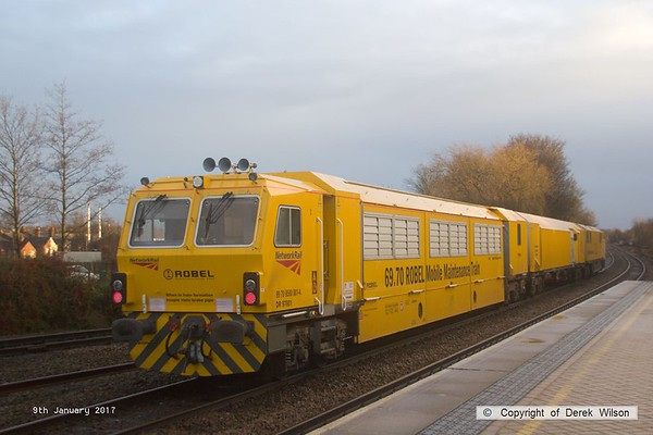 170109-015  Network Rail's Robel Mobile Maintenance Train No 1 is capturedpassing through Mansfield Woodhouse, running as 6U81, 11:25 Darlington Park Lane - Rugby D.E.D. This is formed by DR 97501, DR 97601 & DR 97801.