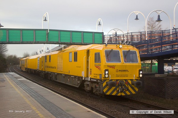 170109-014  Network Rail's Robel Mobile Maintenance Train No 1 is capturedpassing through Mansfield Woodhouse, running as 6U81, 11:25 Darlington Park Lane - Rugby D.E.D. This is formed by DR 97501, DR 97601 & DR 97801.