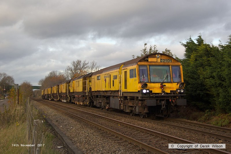 171114-009  A rather tired looking track machine, Loram Rail Grinder (C2101) is captured nearing Common Lane, Mansfield Woodhouse, running as 6Z01, York Engineers Yard - Chaddesden sidings, Derby. This comprises DR79231 - DR79237, of which DR79237 is the leading vehicle.