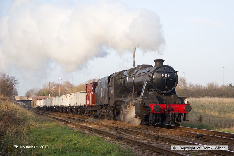 181117-034  LMS Stanier 8F 2-8-0 No. 48624 approaching Woodthorpe with the mineral wagons, powering 9C25, 14:10 Lougborough - Rothley Brook.