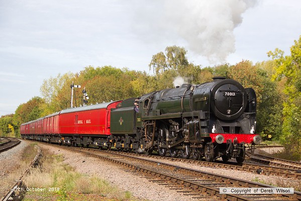181007-045   BR Britannia 4-6-2 No. 70013 Oliver Cromwell is seen arriving  at Swithland with the TPO set, running as 1X15, the 11:50 Loughborough - Swithland up loop.