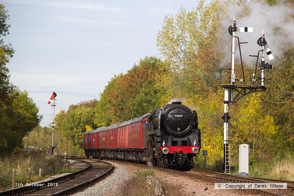 181007-042   BR Britannia 4-6-2 No. 70013 Oliver Cromwell is seen arriving  at Swithland with the TPO set, running as 1X15, the 11:50 Loughborough - Swithland up loop.