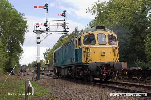 180909-048  BRCW type 3 (class 33) No. D6535 shunting onto the stock for 2D15, the 12:38 Rothley Brook - Loughborough.