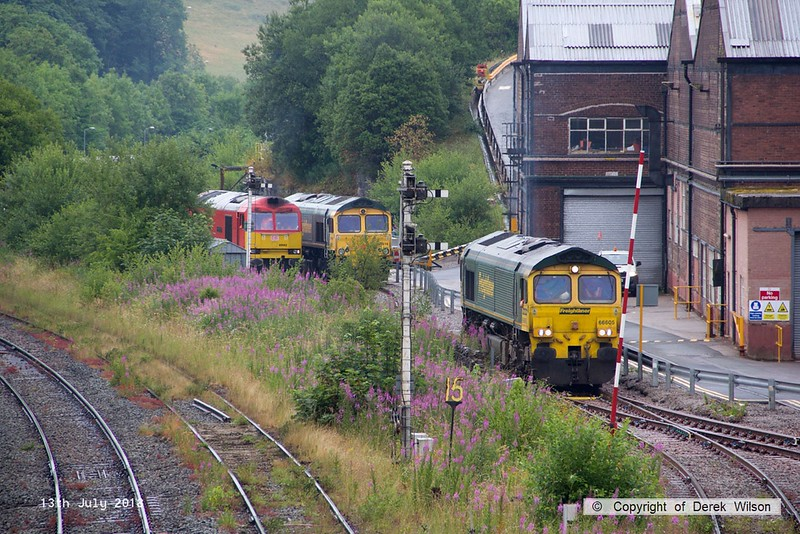180713-058  Freightliner class 66/6 No. 66605 is seen departing Tunstead light engine. Also in the shot is stablemate 66616 & DB Cargo class 60 No. 60062 Stainless Pioneer.