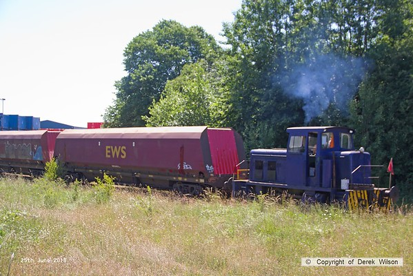 160625-016  Andrew Barclay 0-4-0DH No. 499 shunting HTA hoppers into W.H. Davis's wagon works.
