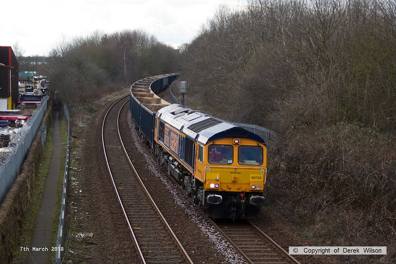 180307-004  GB Railfreight class 66/7 No. 66753 EMD Roberts Road, captured passing Princes Street footbridge Mansfield, powering train 6E89, 09:22 Wellingborough - Rylstone.