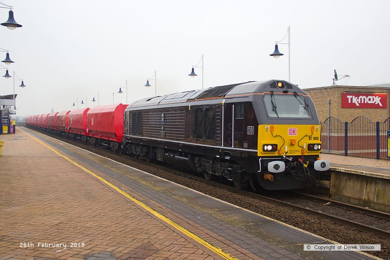190228-013  DB Cargo 'royal' class  67 No. 67005 Queen's Messenger, captured passing through Mansfield with train 4Z21, 13:20 Shirebrook, WH Davis - Toton North Yard. In tow are eleven modified HTA bogie hoppers that have been reduced in length and re-coded to HRA. This all but completes a order for 110 conversions, there may be ( if my maths are correct)  just one more hopper left to deliver.