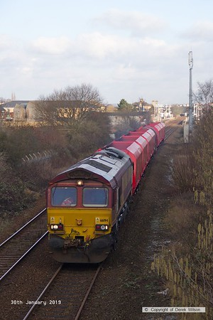 190130-009  DB Cargo class 66/0 No. 66194 passing through Mansfield, powering train 6Z21, 13:15 Shirebrook, WH Davis - Toton North Yard. In tow are seven modified HTA hoppers, recoded HRA, and a covered steel carrier as a barrier vehicle.