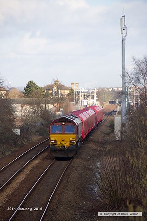 190130-007  DB Cargo class 66/0 No. 66194 passing through Mansfield, powering train 6Z21, 13:15 Shirebrook, WH Davis - Toton North Yard. In tow are seven modified HTA hoppers, recoded HRA, and a covered steel carrier as a barrier vehicle.
