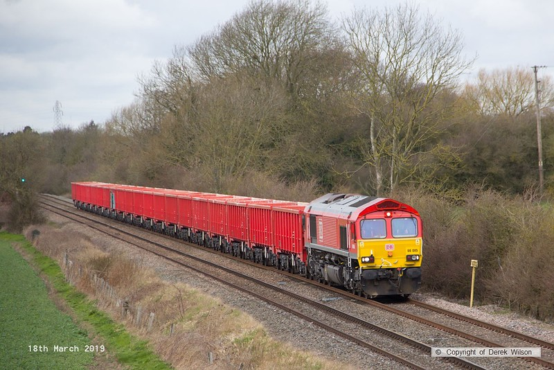 190318-013  DB Cargo class 66/0 No. 66085 is captured passing Barrow upon Trent, powering train 6M82, 12:43 Walsall - Briggs Sidings.