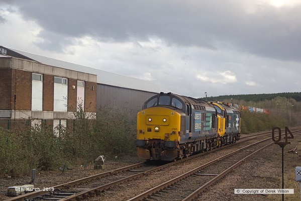 190306-014  Direct Rail Services class 37's No's 37402 Stephen Middlemore 23.12.1954 - 8. 6. 2013, and 37425 Concrete Bob reversing back through Shirebrook station, to cross over and on to Davis's branch line, running as 0Z37, 12:00 Norwich Crown Point T.&R.S.M.D. - Shirebrook, WH Davis. These were stabled overnight on Davis's branch line, and left the following day with eight new FNA nuclear flask wagons.