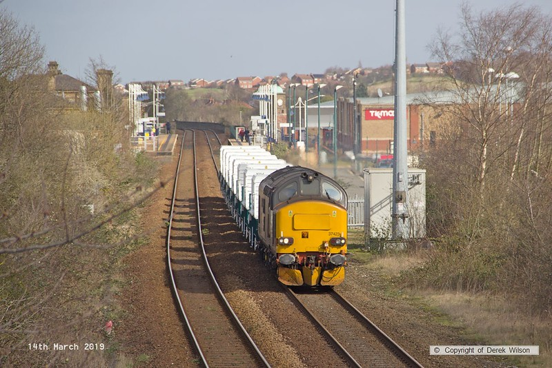 190314-004  Direct Rail Services class 37 No. 37423 Spirit of the Lakes captured passing Tenter Lane, Mansfield, powering train 6Z37, 12:06 Shirebrook, WH Davis - Crewe Coal Sidings. In tow are eight new nuclear flask wagons, type FNA, the last of a order for 24 of these.