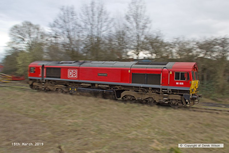 190319-022  DB Cargo class 66/0 No. 66035 Resourceful 'panned' as it heads towards the buffers on Davis's transfer siding.