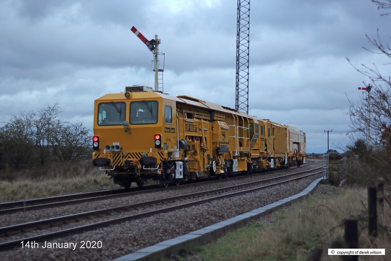200114-007  A pair of Network Rail track machines saunter past the former Clipstone junctions, heading for the High Marnham Test Track. Leading is Tamping machine DR73116, with Ballast Regulator DR77906 in tow. Running as 6U43, 09:55 West Ealing, Plasser Sidings  - Thoresby Colliery Junction (15:28). The light was fading fast by the time it went past, some thirty minutes late, most of which was lost on the branch.