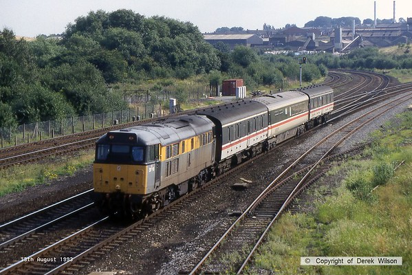 930813-002  BR 'Dutch' engineers livery class 31 No 31119 passing Clay Cross with a local service.