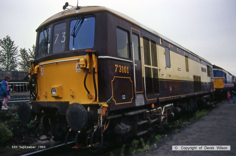 930905-028  Pullman Livery Electro-Diesel, class 73 No 73101 The Royal Alex, seen at the Worksop open Day. Introduce in October 1965 as E6007.