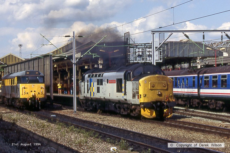940821-066  Class 37 No. 37425 Sir Robert McAlpine clagging it's way through Crewe station, to the left is class 31 No. 31242.