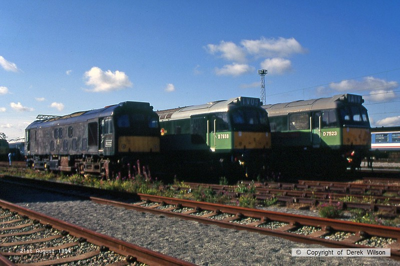 940821-013  A line up of class 25's at Crewe Basford Hall, to the left is a rough looking 5222, then D7659 & D7523.