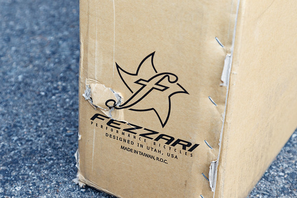 Unboxing the 2012 Fezzari ninety9ninety 2x10 Hardtail 29er (April 2012)