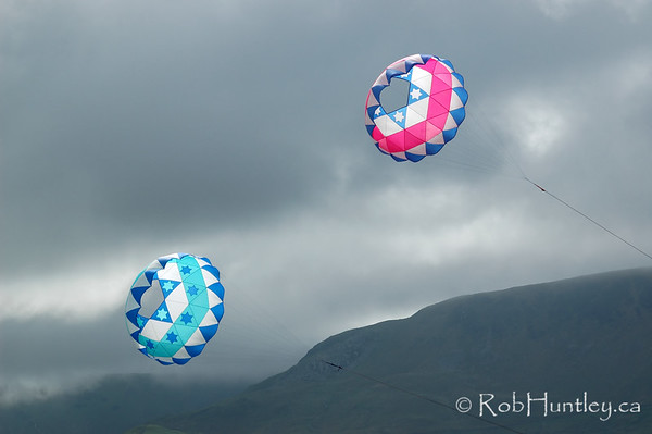 Bol kites at the 2007 Barmouth Kite Festival, Barmouth, Wales, UK. Designed by Jim Johannesen of the New York Kite Enthusiasts, USA and made by Aled Lewis of the Northern Kite Group, UK.  © Rob Huntley