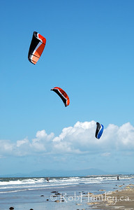 Surfing kites at the 2007 Barmouth Kite Festival, Barmouth, Wales, UK. © Rob Huntley