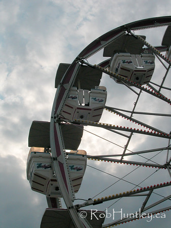 Stock - Ferris wheel against a cloudy sky.  © Rob Huntley