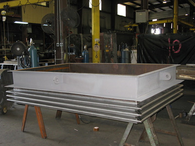Single rectangular stainless steel bellows with mitered corners