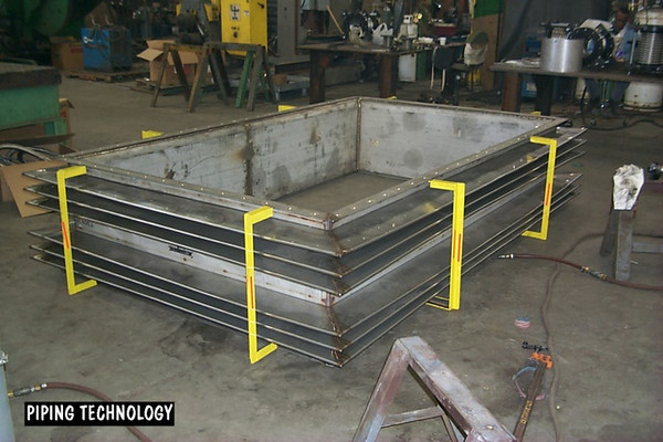 Universal rectangular expansion joint with stainless steel bellows