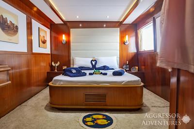 Red Sea Aggressor II, Upper Deck Master Stateroom #2