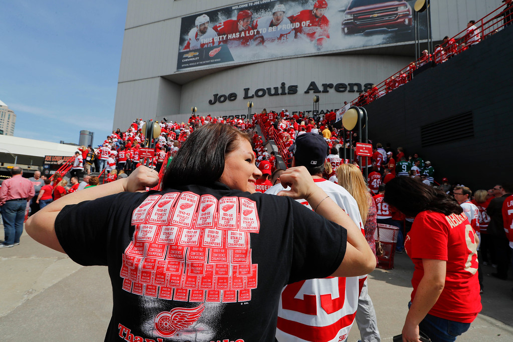 . Fans wait to enter the final NHL hockey game at Joe Louis Arena between the Detroit Red Wings and New Jersey Devils, Sunday, April 9, 2017, in Detroit. (AP Photo/Paul Sancya)