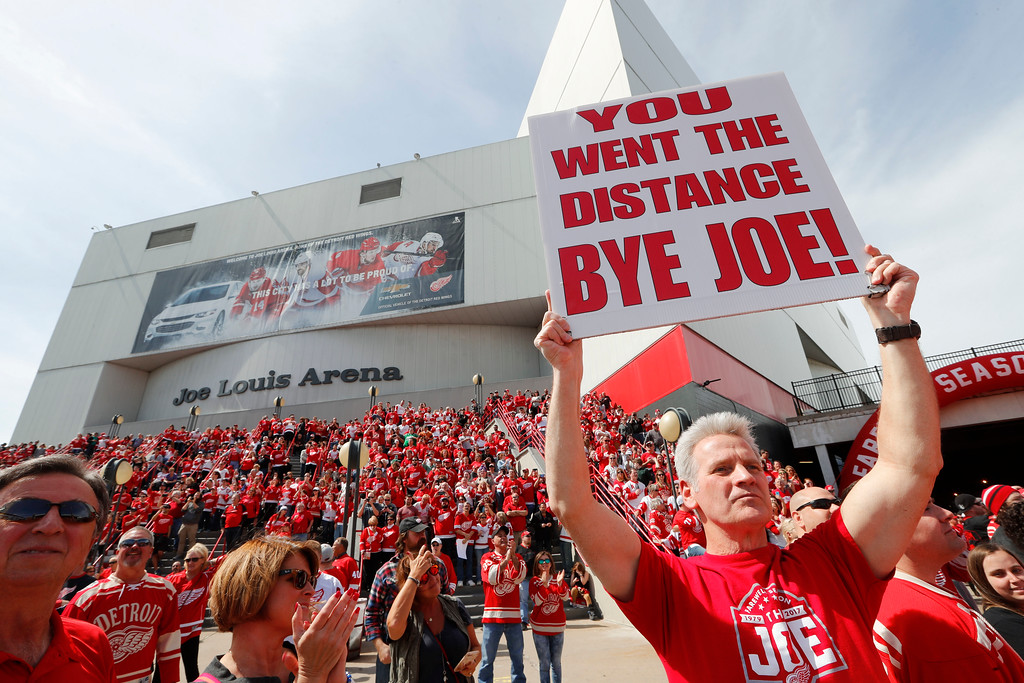 . Hank Stawasz holds a sign as fans wait to enter the final NHL hockey game at Joe Louis Arena between the Detroit Red Wings and New Jersey Devils, Sunday, April 9, 2017, in Detroit. (AP Photo/Paul Sancya)