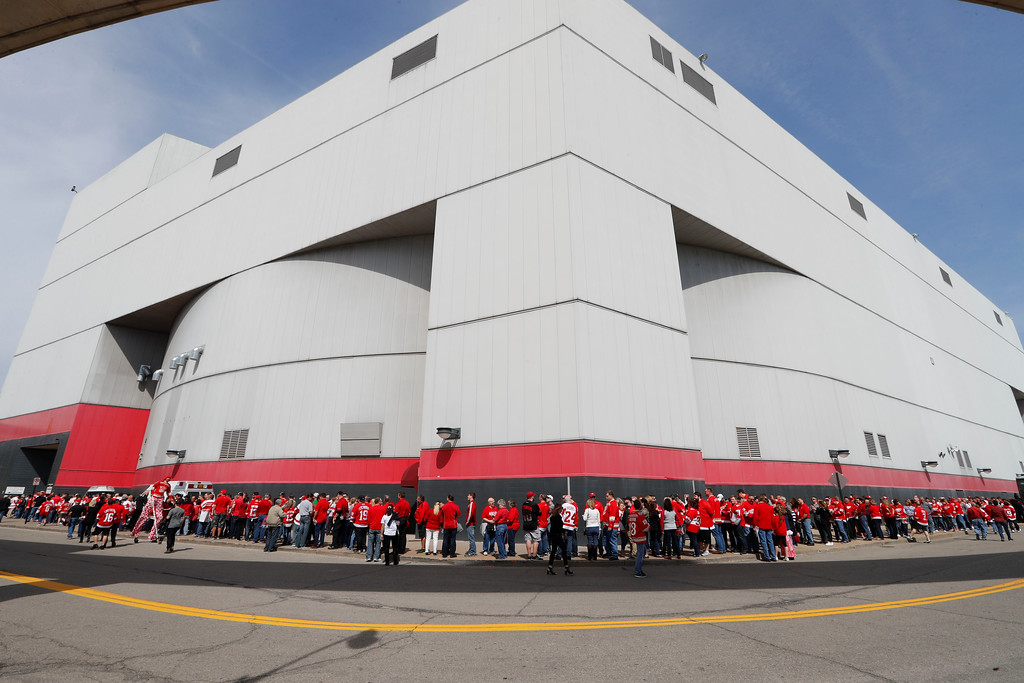. Fans wait to enter Joe Louis Arena before the final NHL hockey game at the stadium between the Detroit Red Wings and New Jersey Devils, Sunday, April 9, 2017, in Detroit. (AP Photo/Paul Sancya)
