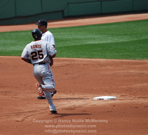 bonds takes second on passed ball