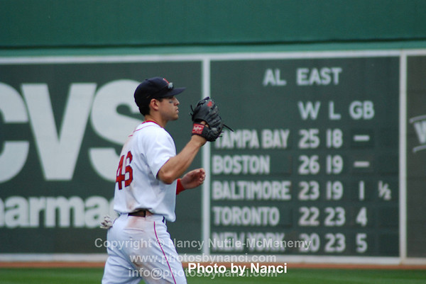 ellsbury warms up