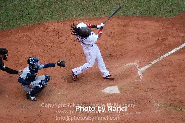 Manny_swings