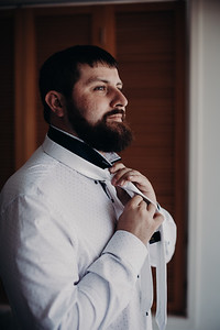 17_K+T_Groom_Prep_at_Sandstone_Point_Hotel_She_Said_Yes_Wedding_Photography_Brisbane