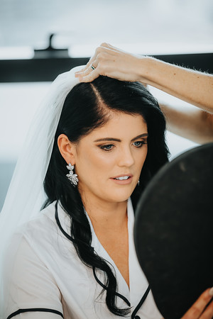 9_L+M_Bridal-Prep-at-Brisbane-Skytower_She_Said_Yes_Wedding_Photography_Brisbane